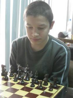 Фаворитите стигнаха до титлите на държавните по шахмат